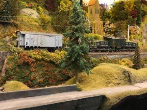 Spur 1: Die Kirche entlang der Schweizer Eisenbahn