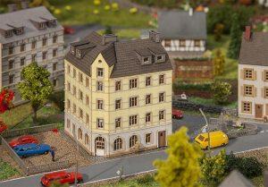 FALLER 282782 Stadteckhaus in Spur Z
