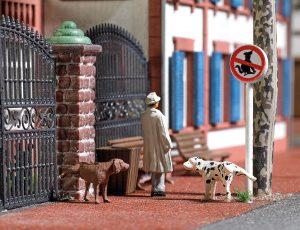 BUSCH 7895 Zwei pinkelnde Hunde