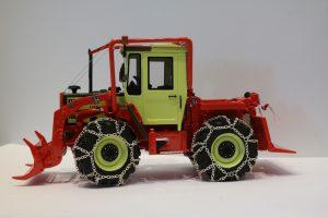 Mo Miniatur 1:32-Serienmodelle des jetzt in Auslieferung befindlichen MB Trac 900