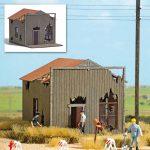 BUSCH 9718 Verfallenes Haus