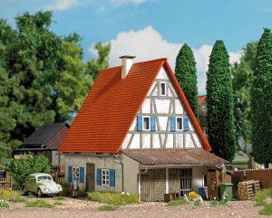 BUSCH H0 1908 Altes Wohnhaus