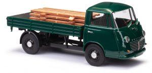 BUSCH 94203 Goliath Express 1100 Pritschenwagen, Grün mit Ladegut Holzstapel